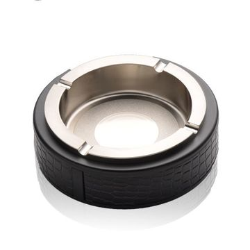 X360_at05_four_cig_circle_ashtray_black_with_leather_decor_-_silver_rim